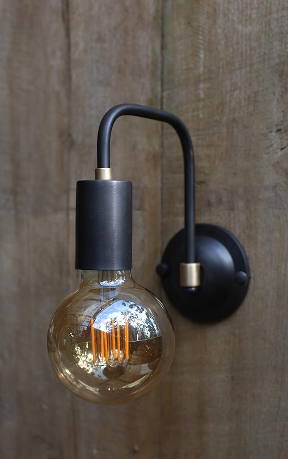 מנורת קיר שחור זהב