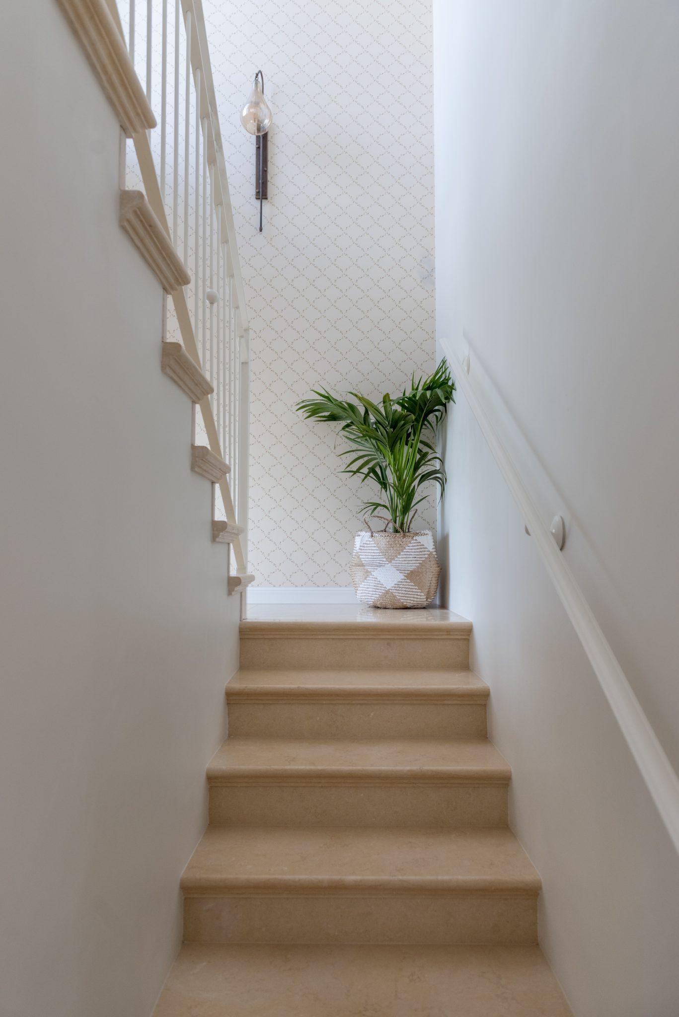 תאורה לחדר מדרגות