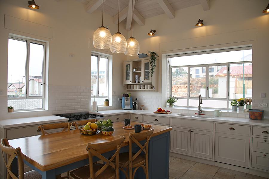 תאורת ספוטים במטבח