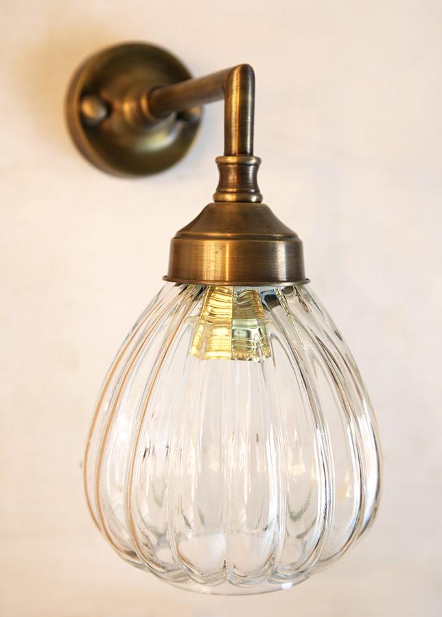 מנורת קיר מפליז וזכוכית