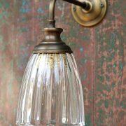 מנורת קיר פליז וזכוכית