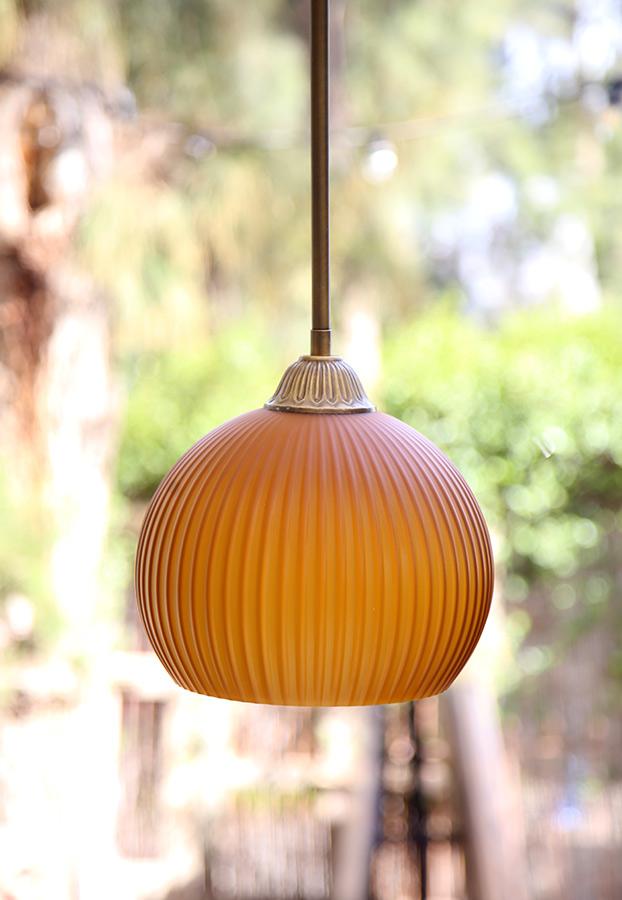 מנורת תלייה פליסה כתומה