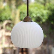 מנורת תלייה פליסה לבנה