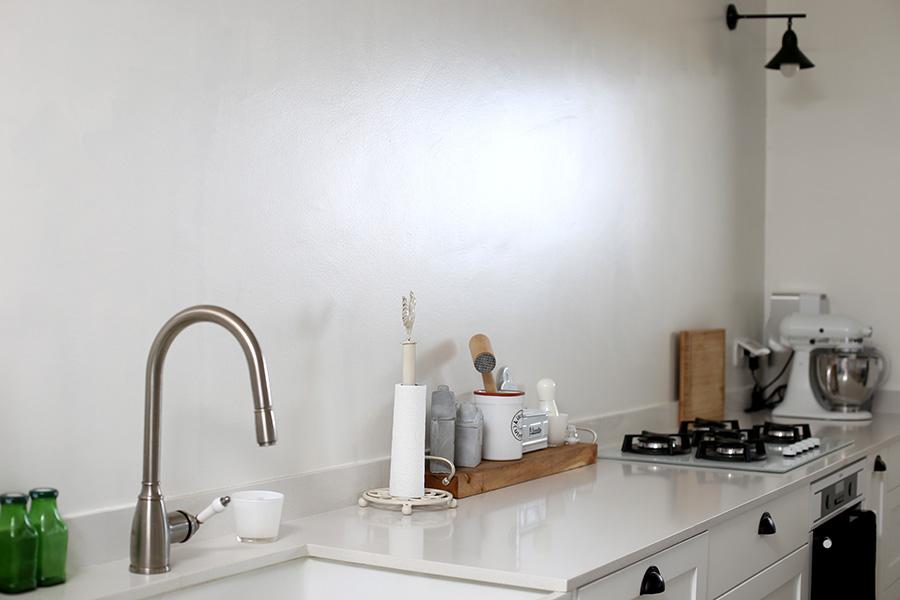 תאורת צמודת קיר למטבח