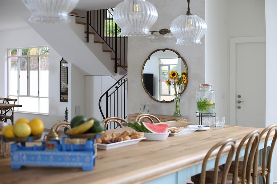גופי תאורה תלויים לאי במטבח