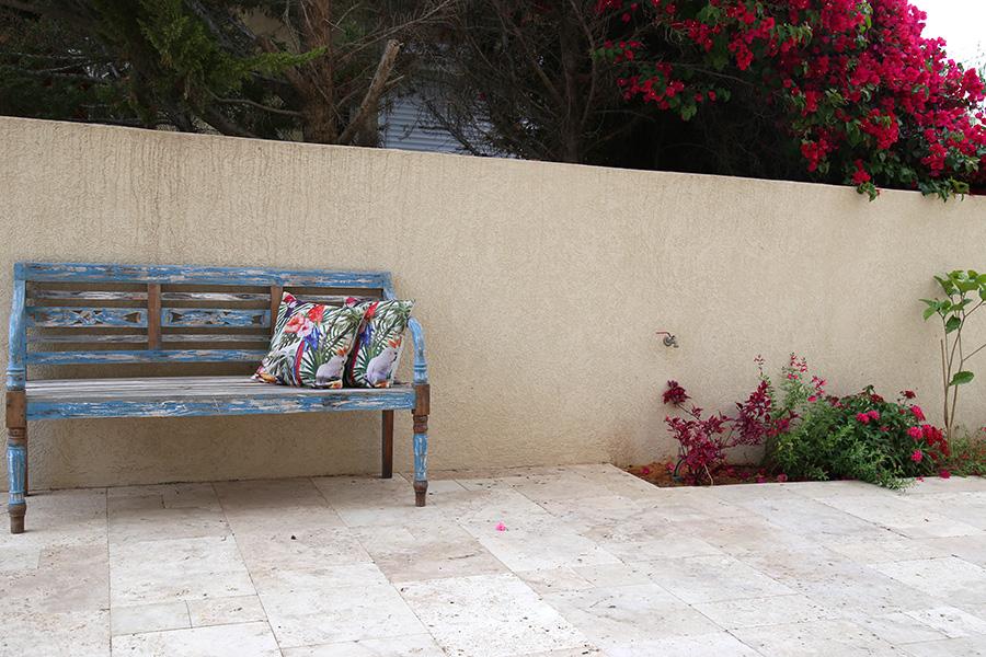 ספסל טורקיז לגינה