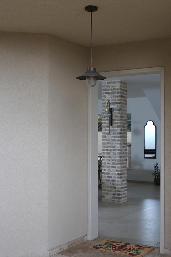 גוף תאורה מוגן מים לכניסה לבית