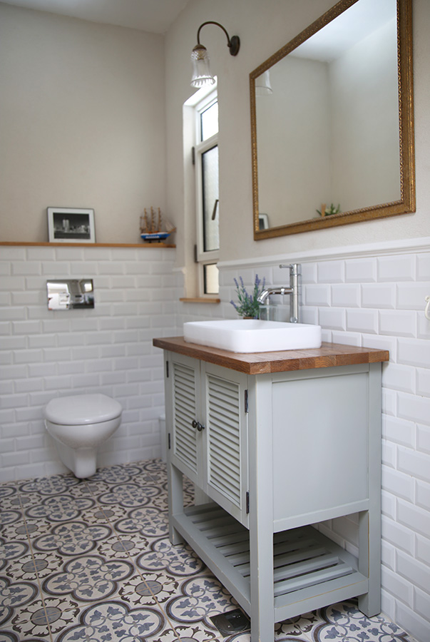 שידת אמבטיה אפורה תריס