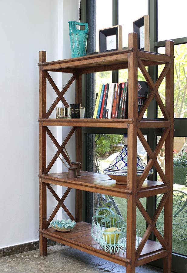 ארון מדפים מעץ טיק