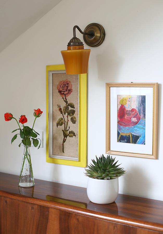 מנורת קיר אהיל זכוכית צבעונית