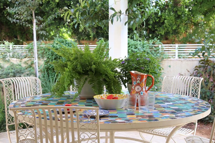 שולחן פסיפס צבעוני