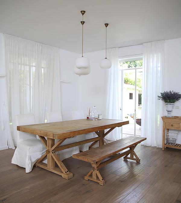 שולחן אוכל מעץ טבעי עם ספסל