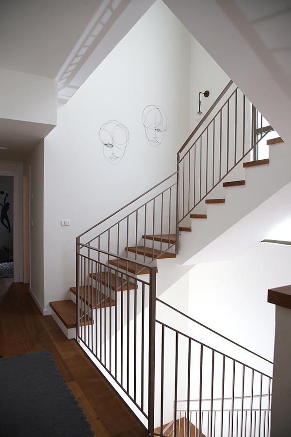 תאורת קיר לחדר מדרגות
