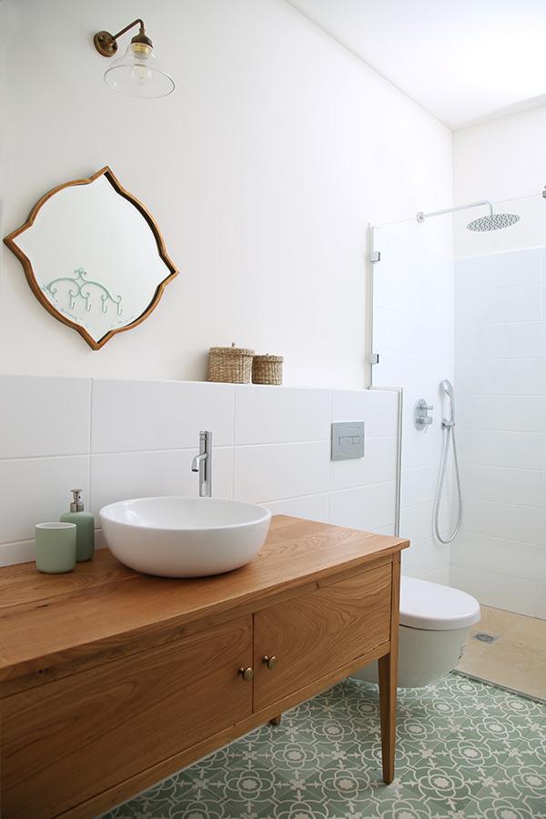 תאורה ומראה לחדר אמבטיה