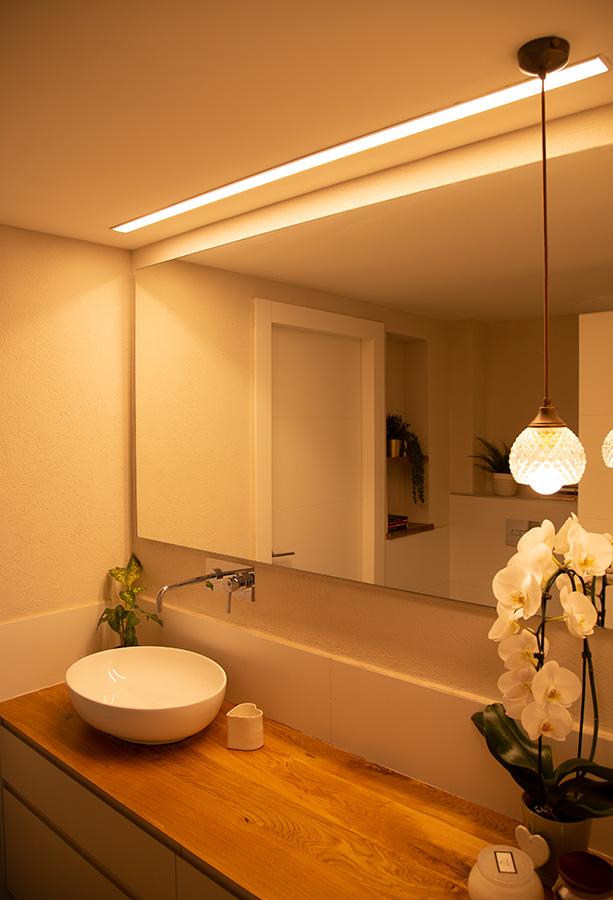 תאורה תלויה לחדר רחצה