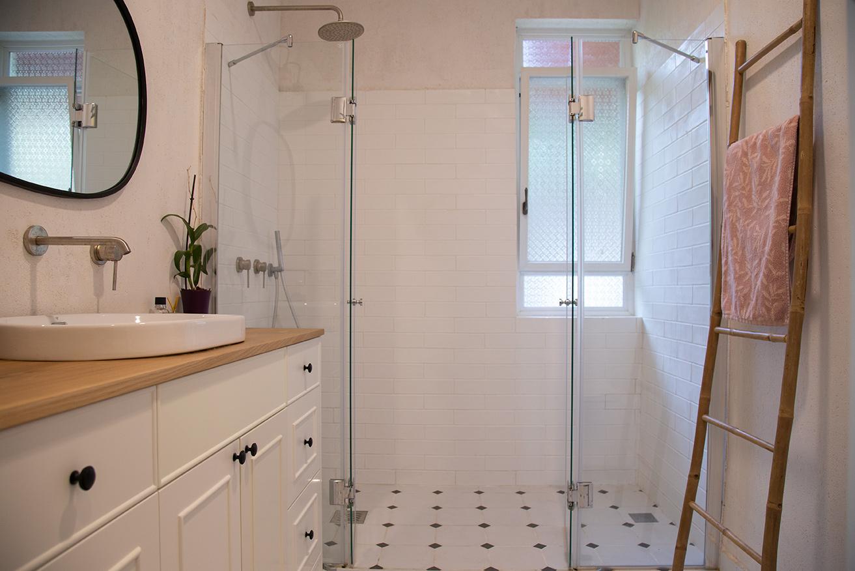 סולם במבוק לאמבטיה