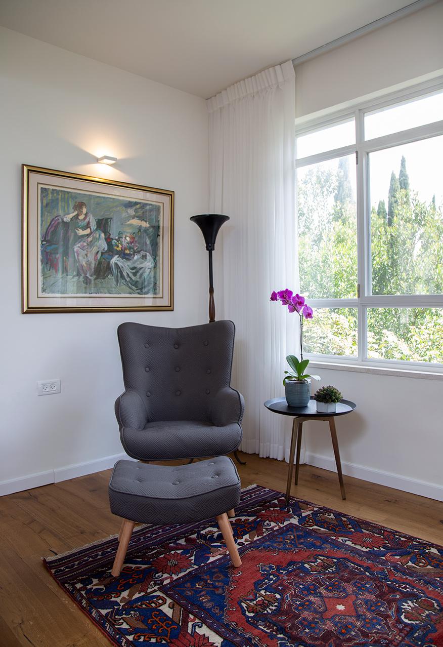 כורסא עם הדום תואם