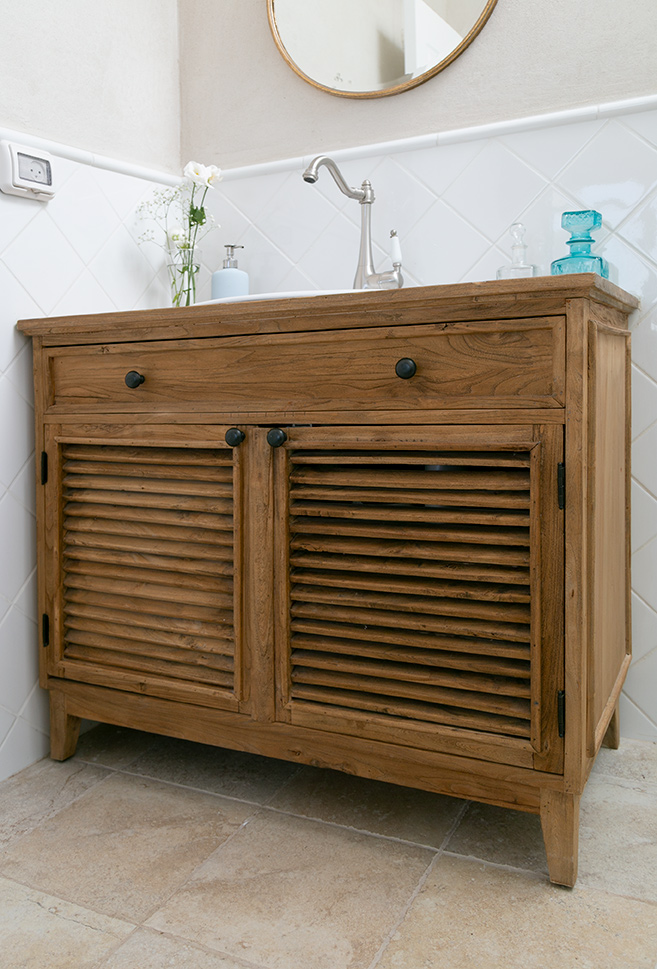 ארון אמבטיה מעץ מלא