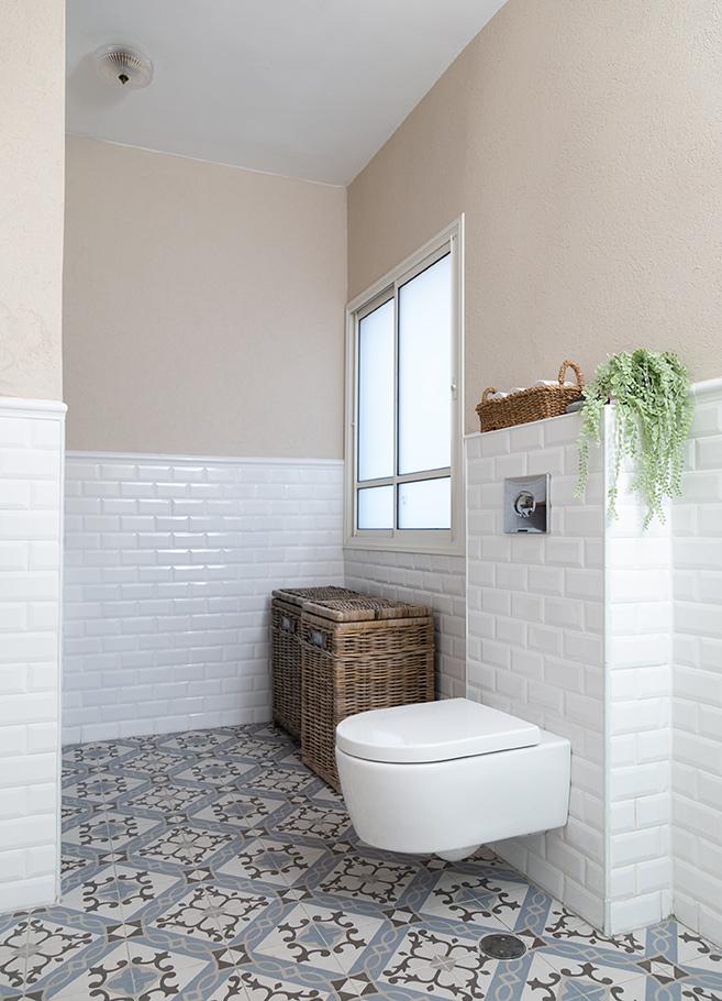 פינת כביסה בחדר אמבטיה
