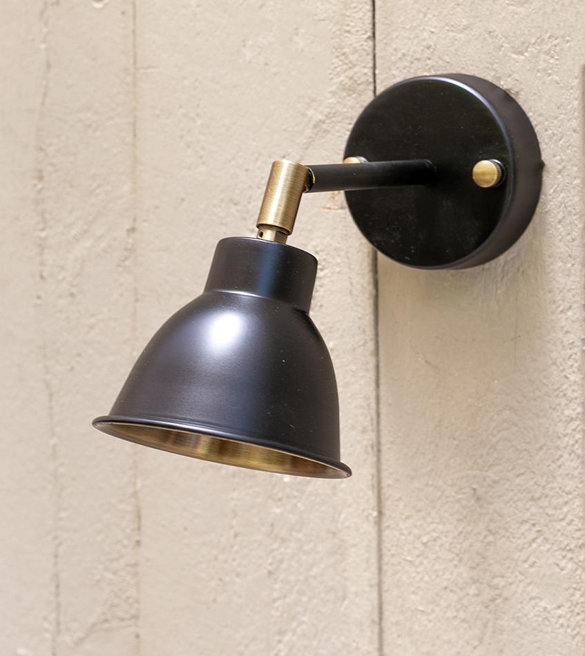 מנורת קיר דגם BLACK GUBI