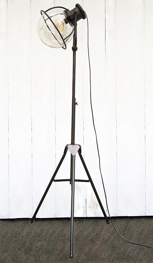 מנורה עומדת AM424