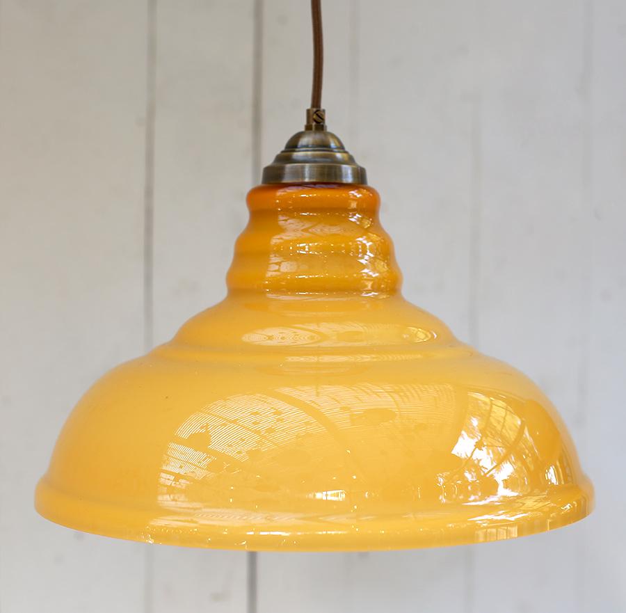 מנורת תלייה שבלול צהוב קוטר 35 תלוי על כבל חום