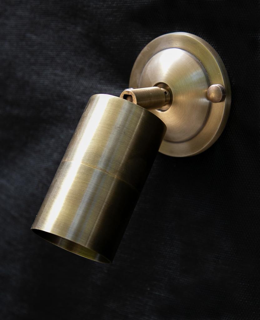 מנורת קיר עשויה פליז ספוט C6