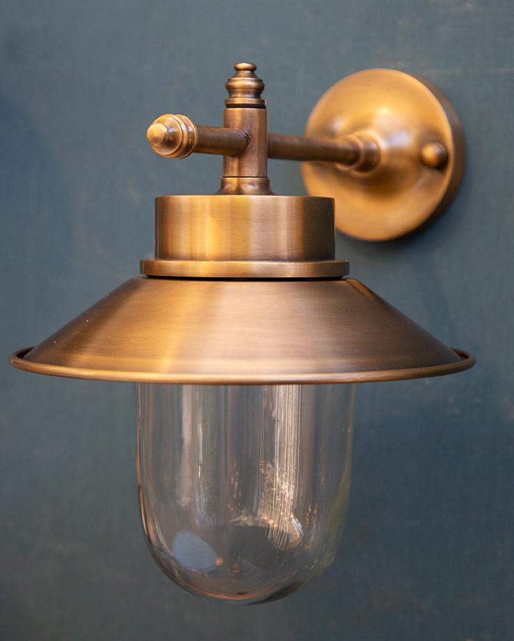 מנורת חוץ פליז דגם B4