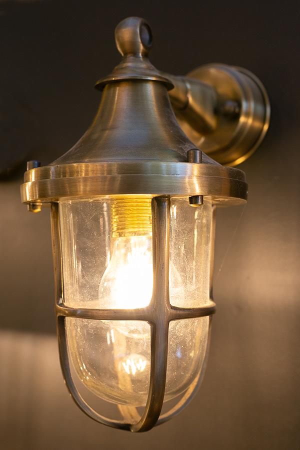 מנורת חוץ פליז דגם B102