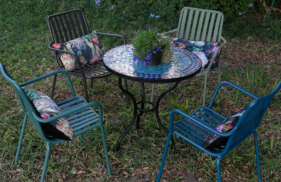 כסאות אלומיניום צבעוניים
