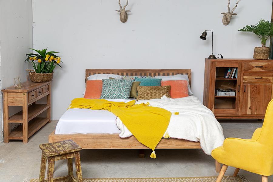 מיטת עץ זוגית מעוצבת