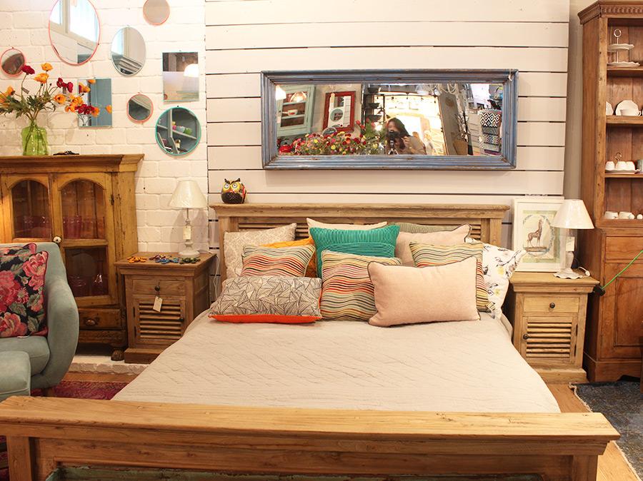מיטה כפרית מעץ elm