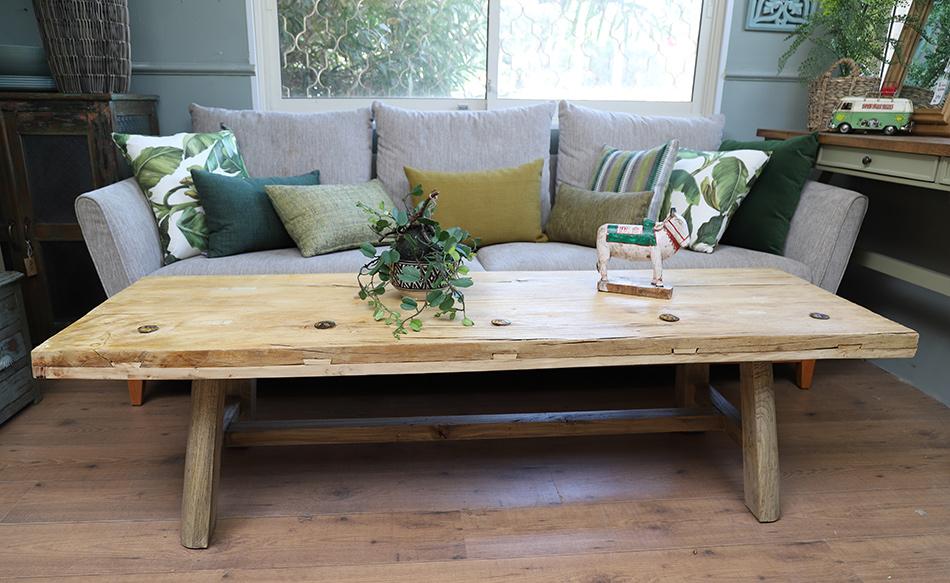 שולחן ניטים כפרי
