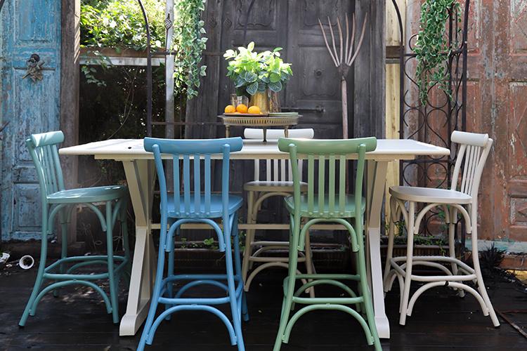 כסאות בר צבעוניים לגינה