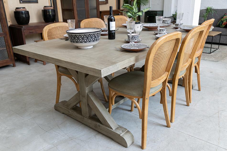 שולחן עם כיסאות ניקולס